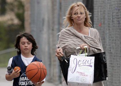 Pamela-Anderson-mom