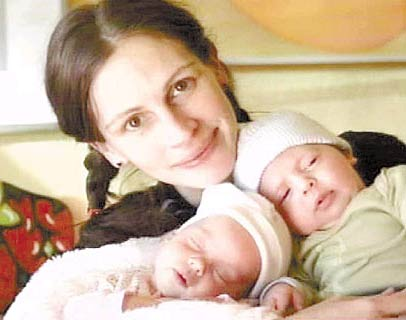 julia roberts breastfeeding
