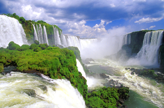 One Of The Most Beautiful And Majestic Waterfalls Iguazu Falls Is Located On Argentinean Brazilian Border Consisting About 275 Disconnected