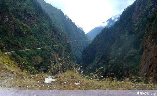 Road_From_Tibet_To_Nepal_Sheer_Drops