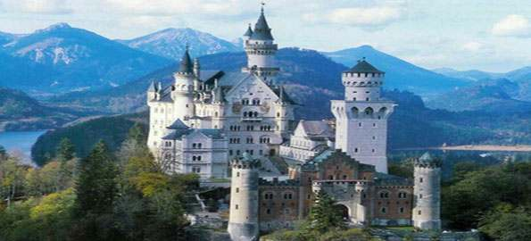 Top-10-Castles-and-Palaces-in-the-World