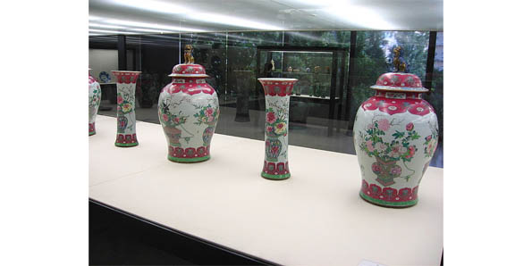 Minging Qing Vases