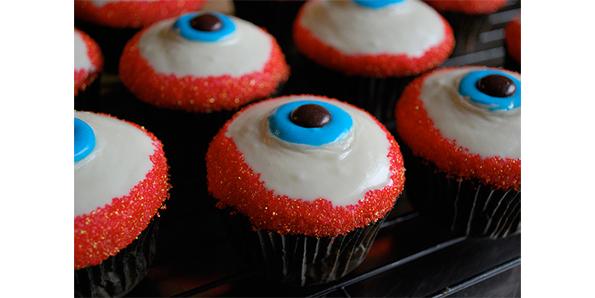 eye cupcake