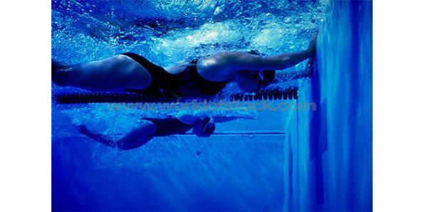 underwater swim race